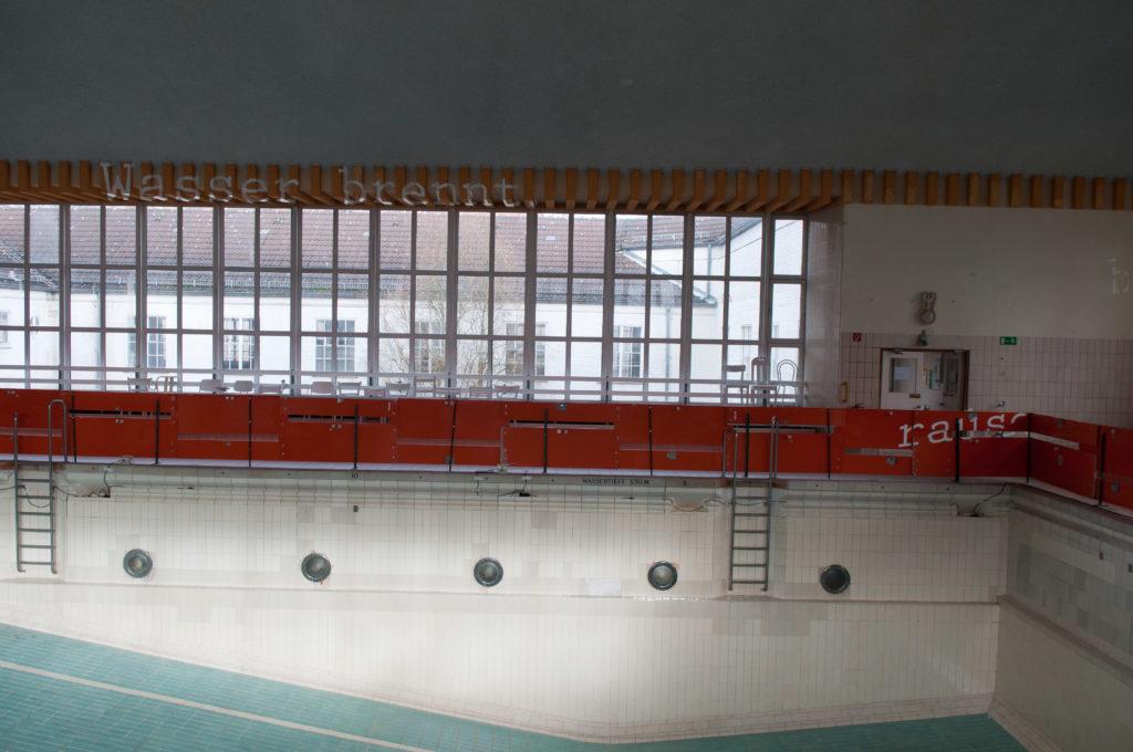 Lukas von Bülow verschwimmt typographie installation lessingbad Kiel